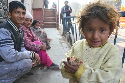 街のあちこちで物乞いを見かける。幼い子どももおり、この国の厳しい ...