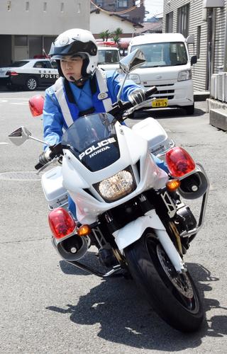 白バイ隊員になる夢をかなえた嘉場悠さん 写真|【西日本新聞ニュース】