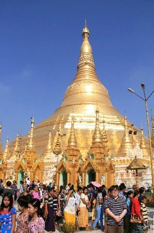 金色に輝く仏塔シュエダゴン・パゴダ 写真|【西日本新聞ニュース】