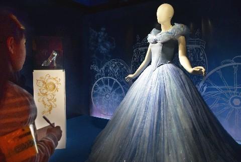 実写映画「シンデレラ」で主人公シンデレラが着たドレス