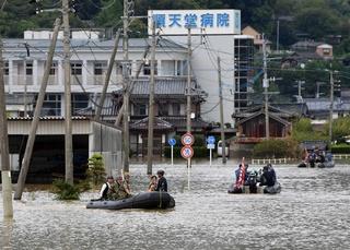 九州北部大雨、災害警戒 病院孤立きょう解消も 死者3人に 【西日本 ...