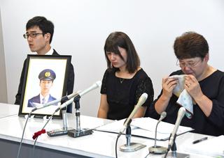 24歳の巡査自殺、遺族が公務災害申請 「やっとここまで来た」母は涙 ...