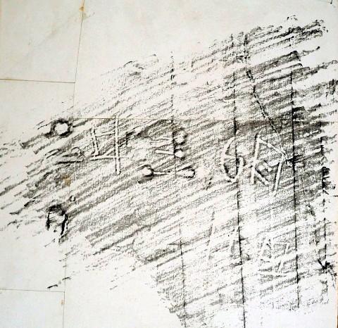 大黒柱にあった刻み文字のこすり出し図。新庄さんは「『6』に特徴が出 ...