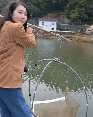 西日本新聞  シロウオ漁体験人気 佐々町