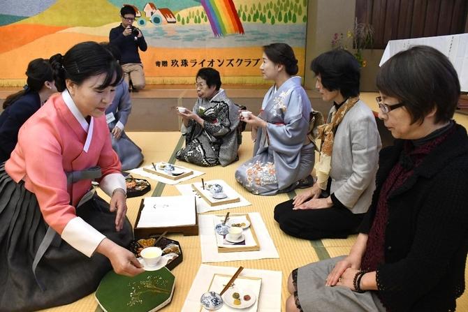 茶会の様子 写真|【西日本新聞ニュース】