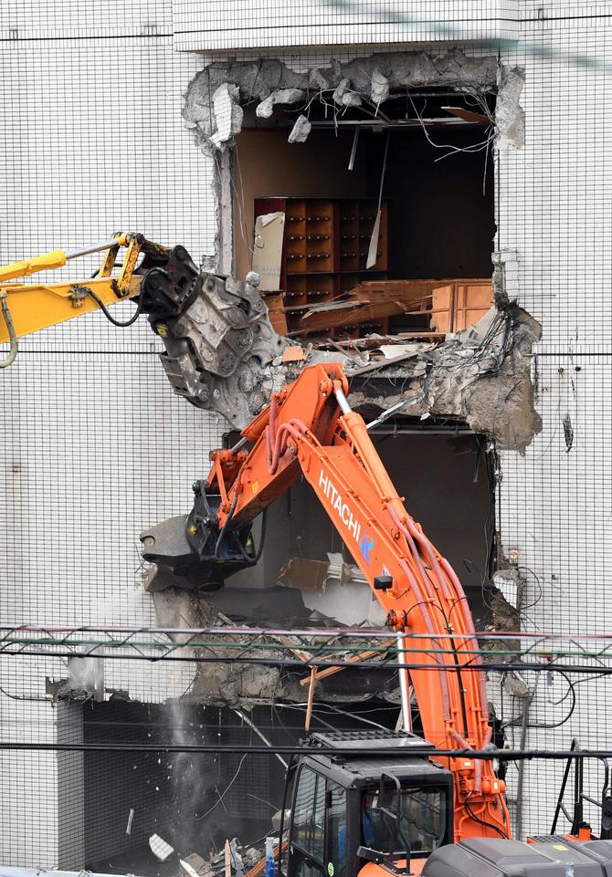 【動画あり】工藤会本部事務所看板が撤去 本格的な解体作業始まる