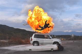 ヘリコプターからも撮影しながら行った爆破ロケの様子 写真|【西日本 ...