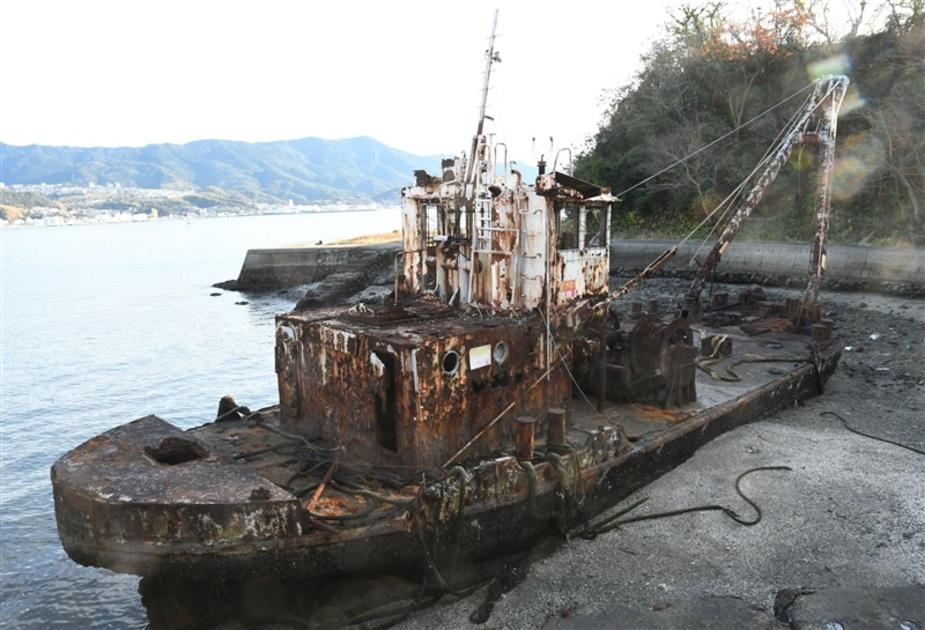 写真映え」の廃船、住民が撤去要請 20年以上放置で危険も|【西日本 ...