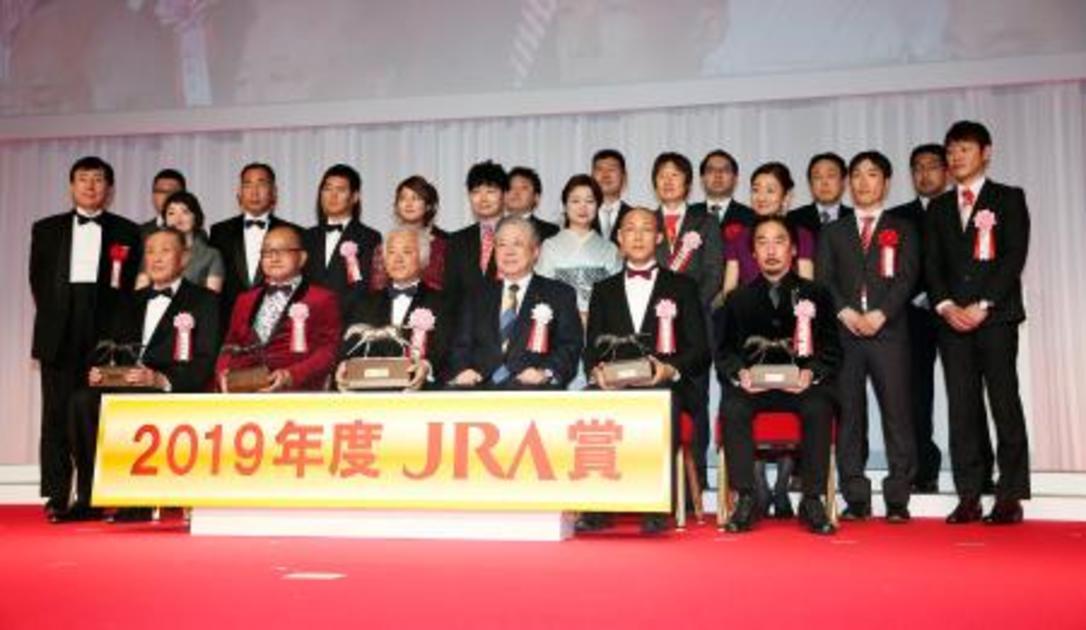 競馬、リスグラシュー関係者表彰|【西日本新聞ニュース】