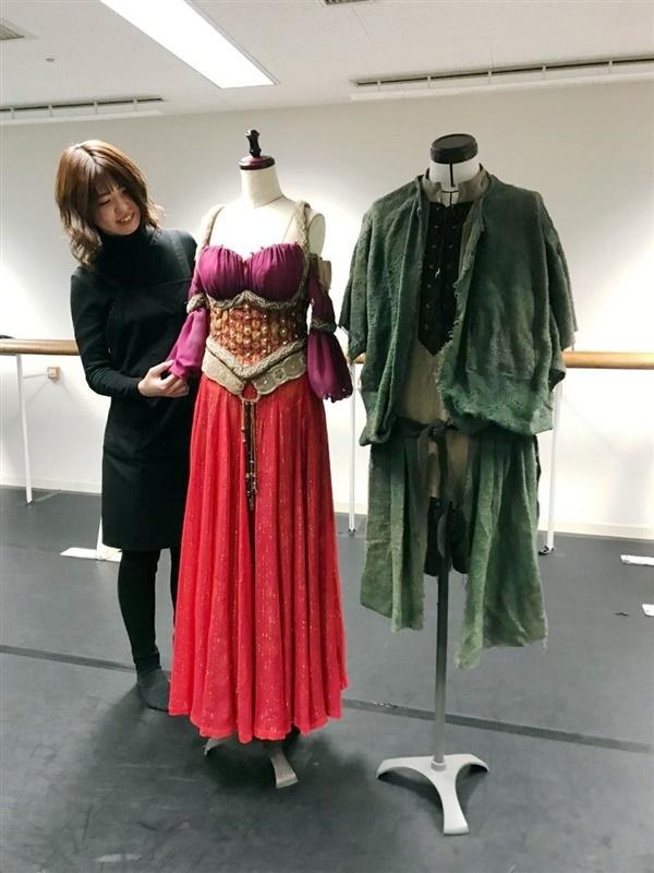 エスメラルダ(左)とカジモドの衣装