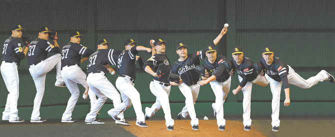 ムーアの投球フォーム(写真は合成) 写真|【西日本スポーツ】