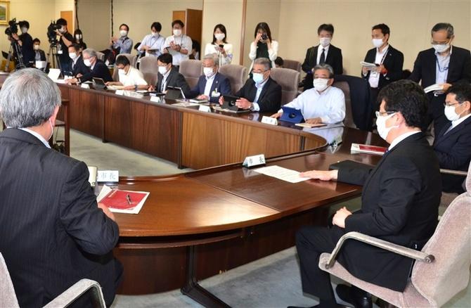 感染傾向の縮小を施策にどう反映させるか協議する熊本市の対策本部会議