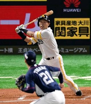 ソフトB中村晃、無死満塁から貴重犠飛|【西日本スポーツ】