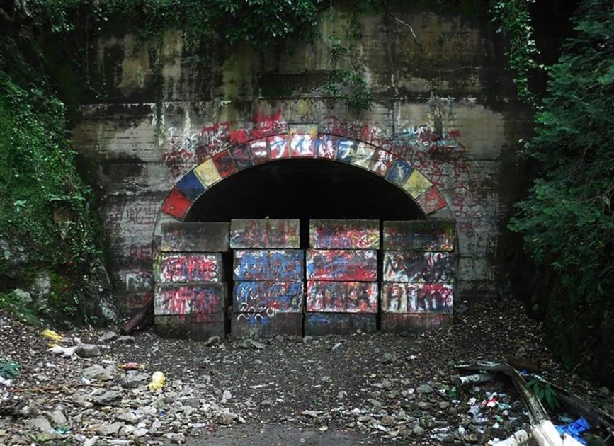 トンネル 犬鳴