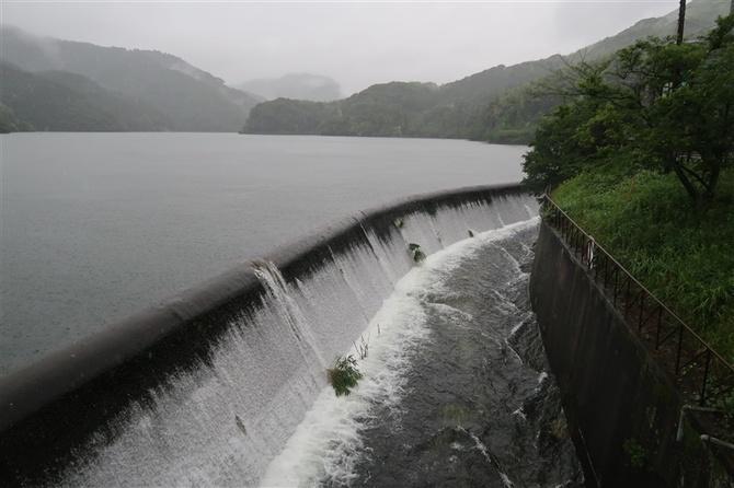 貯水池から「越流」も 北九州・京築で強い雨、警戒続く|【西日本新聞 ...