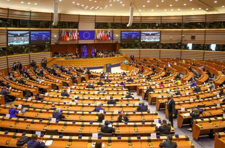 欧州連合(EU)欧州議会の本会議=8日、ブリュッセル(AP=共同) 写真 ...