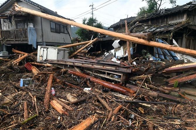 九州で死者63人不明16人 続く大雨、被害家屋1万、避難4000人|【西日本 ...