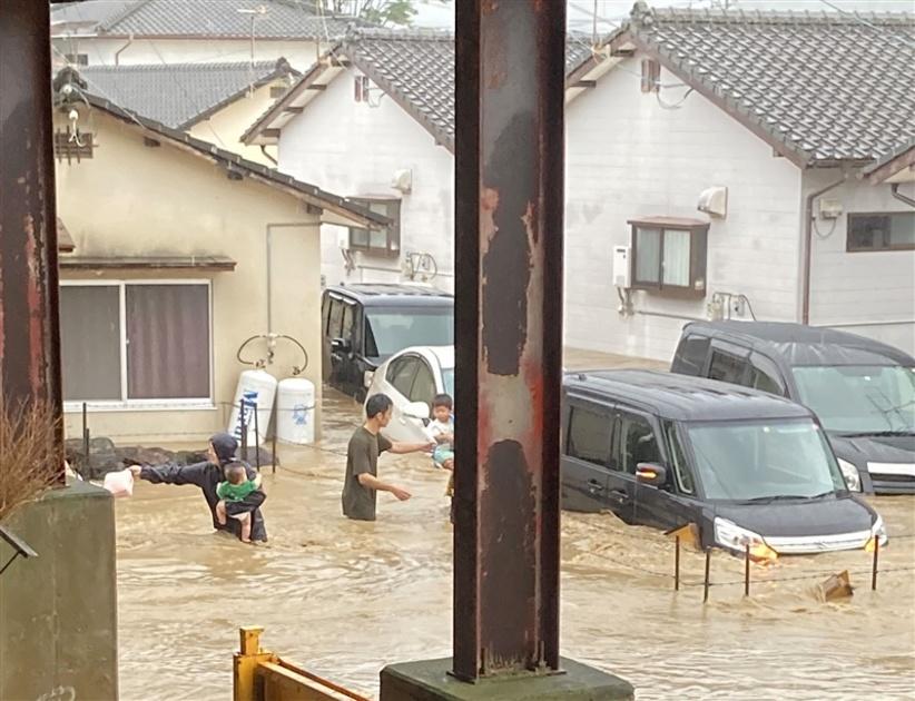 SNSで救助要請…自治体で対応に差 デマや埋没、確認に難題残る