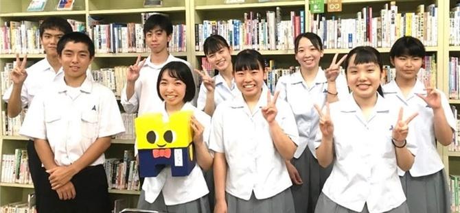 クラウドファンディングを実施している宮崎県立日向高の生徒たち(同校 ...