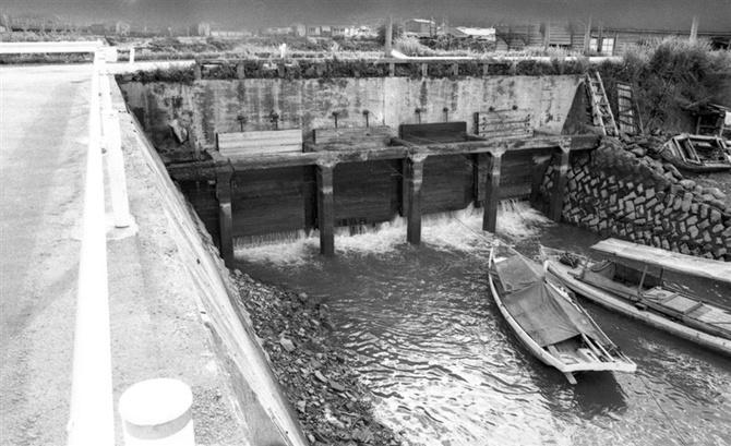 1968年まで有機水銀を含む排水が流されていたチッソ水俣工場の百間排水 ...