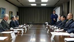 横綱審議委員会の定例会合に臨む北村正任委員長(左端)、日本相撲協会 ...