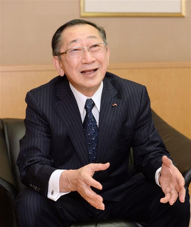 インタビューに答えるJR九州の青柳俊彦社長=10日午後、福岡市博多区 ...