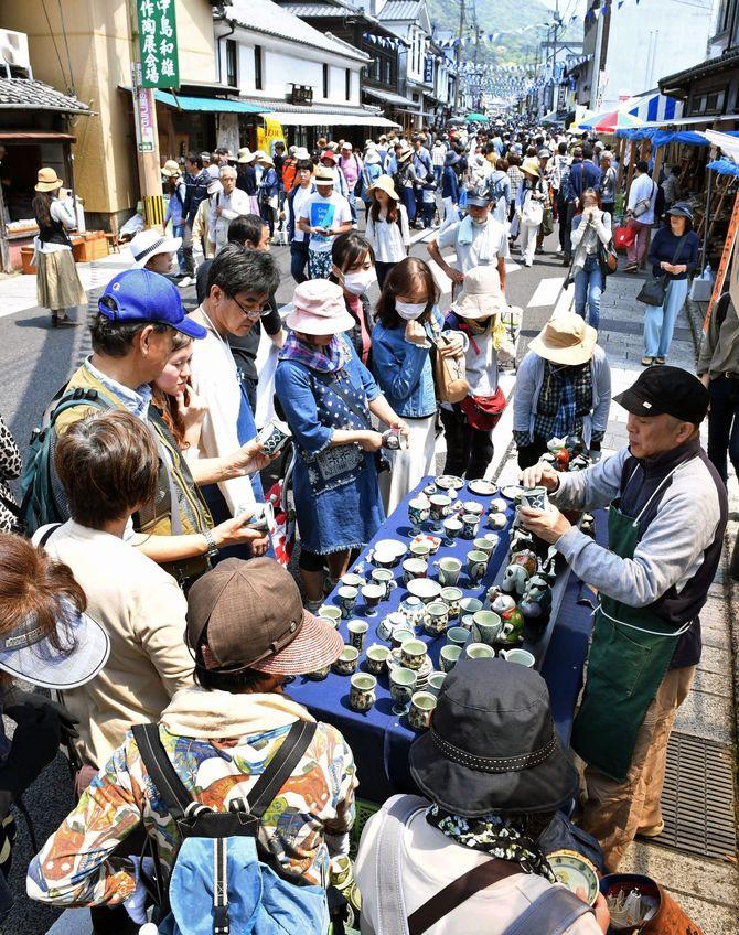 有田陶器市2年ぶり開催 「検温済み」リストバンド、食べ歩き禁止|【西日本新聞ニュース】